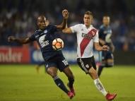 River vence e encosta no Flamengo em grupo da Libertadores