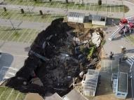 Cratera se abre em estacionamento de hospital na Itália