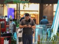 Clientes ferem normas em reabertura de shoppings no Recife