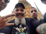 Maduro 'comemora' Dia do Rock com foto do Ratos de Porão