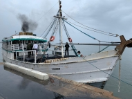 Marinha apreende embarcação com 150 mil cigarros falsos