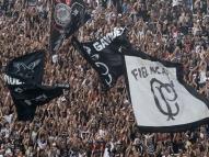 Torcida do Corinthians protesta e tem reunião com Jair
