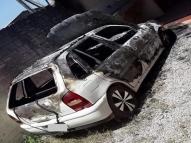 Mulher incendia carro do ex na tentativa de reconquistá-lo