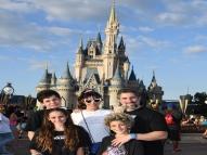 Marcos Mion publica fotos com a família e se declara