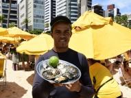 Dica: atenção redobrada na hora de comprar comida na praia