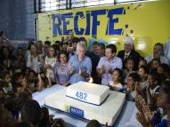 Aniversário do Recife tem bolo e protestos na periferia