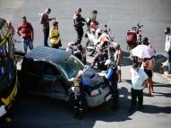 Ônibus colide com picape no Centro do Recife