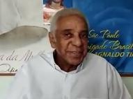 Após alta, Agnaldo Timóteo grava vídeo e tranquiliza fãs