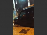 Após acidente, motorista tenta fugir em carro sem roda