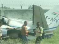 Avião com seis pessoas a bordo cai durante pouso