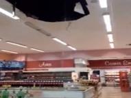 Chuva derruba parte do teto de supermercado em Boa Viagem