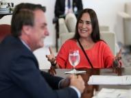 Regina Duarte 'dá' Oscar aos manifestantes pró-impeachment