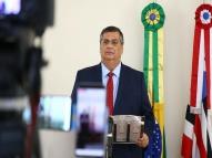 Dino: Bolsonaro devia pensar menos no EUA e mais no Amapá