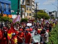 #24J: distanciamento é desrespeitado em ato no Recife