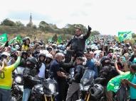 Bolsonaro convida população a ir às ruas amanhã