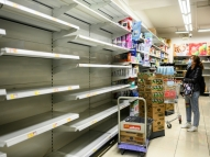 Hong Kong: moradores correm para comprar papel higiênico