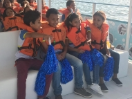 Passeio de barco aborda mudanças climáticas com estudantes