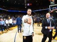 Vídeo:Stephen Curry leva drible desconcertante em amistoso