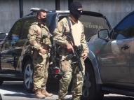 PF prende foragidos acusados de torturar policial militar