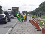 PE: Bolsonaristas pedem intervenção militar em protesto