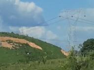 Torre de transmissão de energia cai e mata 7 pessoas