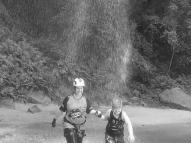 Mãe e filha morrem afogadas em cachoeira no Paraná