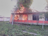 Incêndio destrói sala e móveis de escola no Grande Recife