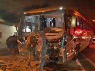 Borracheiro é atropelado por ônibus enquanto trocava pneu