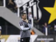 Treinador do time feminino do Santos vence câncer