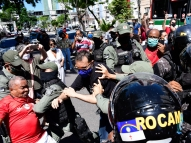 Manifestante é detida após grupo tentar invadir Carrefour