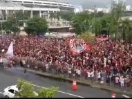 Torcida do Flamengo causa aglomeração no Maracanã