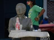 Estátua de Reginaldo Rossi é pichada no Recife