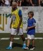 Neymar aparece ao lado do filho e exibe cabelo descolorido