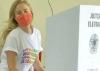 Angélica prega empoderamento feminino ao ir votar