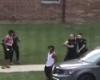 Homem negro é perseguido e baleado por policiais nos EUA