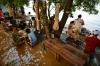 Restaurante de Bangcoc tira proveito das inundações