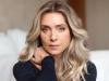 Letícia Spiller agita fãs ao posar nua em beira de riacho