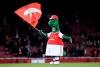 Ozil quer pagar salário de mascote demitido do Arsenal