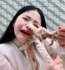 Vídeo: chinesa é atacada por polvo ao tentar comê-lo vivo